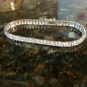 Jewelry - Gorgeous Tennis Bracelet